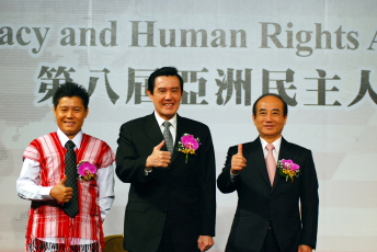 A group photo of President Ma, TFD Chairman Wang and Saw Albert
