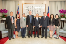 Hon. Wang Jin-pyng (fourth from the right), former Legislative Speaker and former Chairman of the TFD received Mr. Carl Gershman (fourth from the left), President of NED. He was accompanied by the TFD President Szu-chien Hsu (third from the left), Dr. Lynn Lee (second from the left), Senior Program Officer of NED and TFD Senior Research Fellow Michael Y. M. Kau (first from the left). (photo courtesy of Public Relations Office, Legislative Yuan)