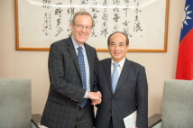 Mr. Carl Gershman(left), President of NED, meeting with Hon. Wang Jin-pyng, former Legislative Speaker and former Chairman of the TFD (photo courtesy of Public Relations Office, Legislative Yuan)
