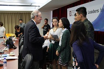 The Taiwan Foundation for Democracy holds the 4th Asia Young Leaders for Democracy - US' National Endowment for Democracy President Carl Gershman, left, exchanged ideas with participants of the 2017 AYLD workshop.