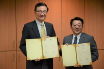 2019/06/18_Signing of the MOU with the Institute of Political Science at Academia Sinica_Signed MOU display